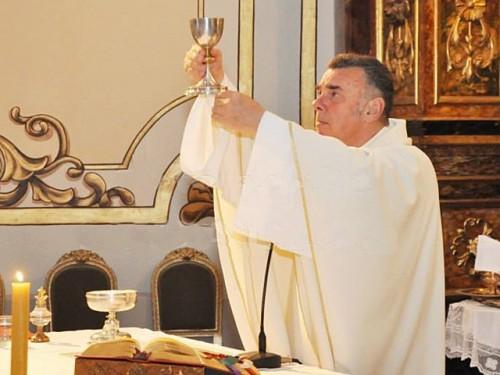 """""""Todos los días 15 del mes se bendicen a las embarazadas y yo una vez los invité y vinieron"""", dijo hoy a Efe Raúl Benedetti,"""