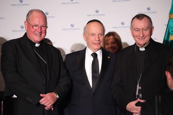 """Los """"cardenales"""" Dolan y Parolin con su jefe en NewYork, el rabino Schneier..."""